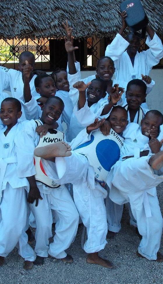taekwondo-kids-in-action-560×979
